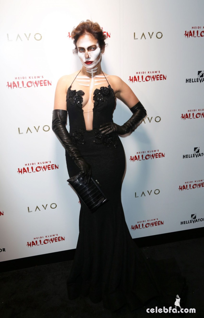 jennifer-lopez-at-heidi-klum-halloween-party-in-new-york (4)