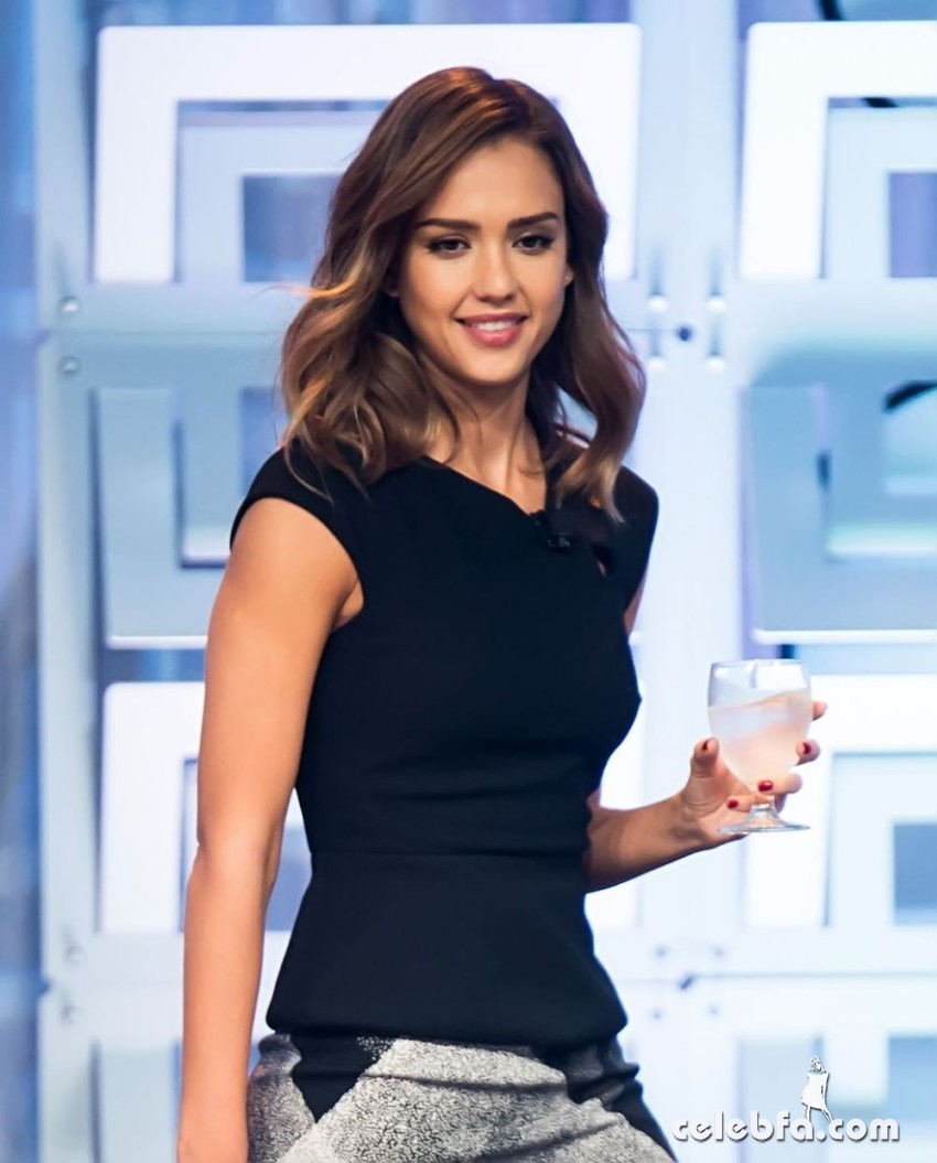 jessica-alba-at-2015-pennsylvania-conference-for-women (1)