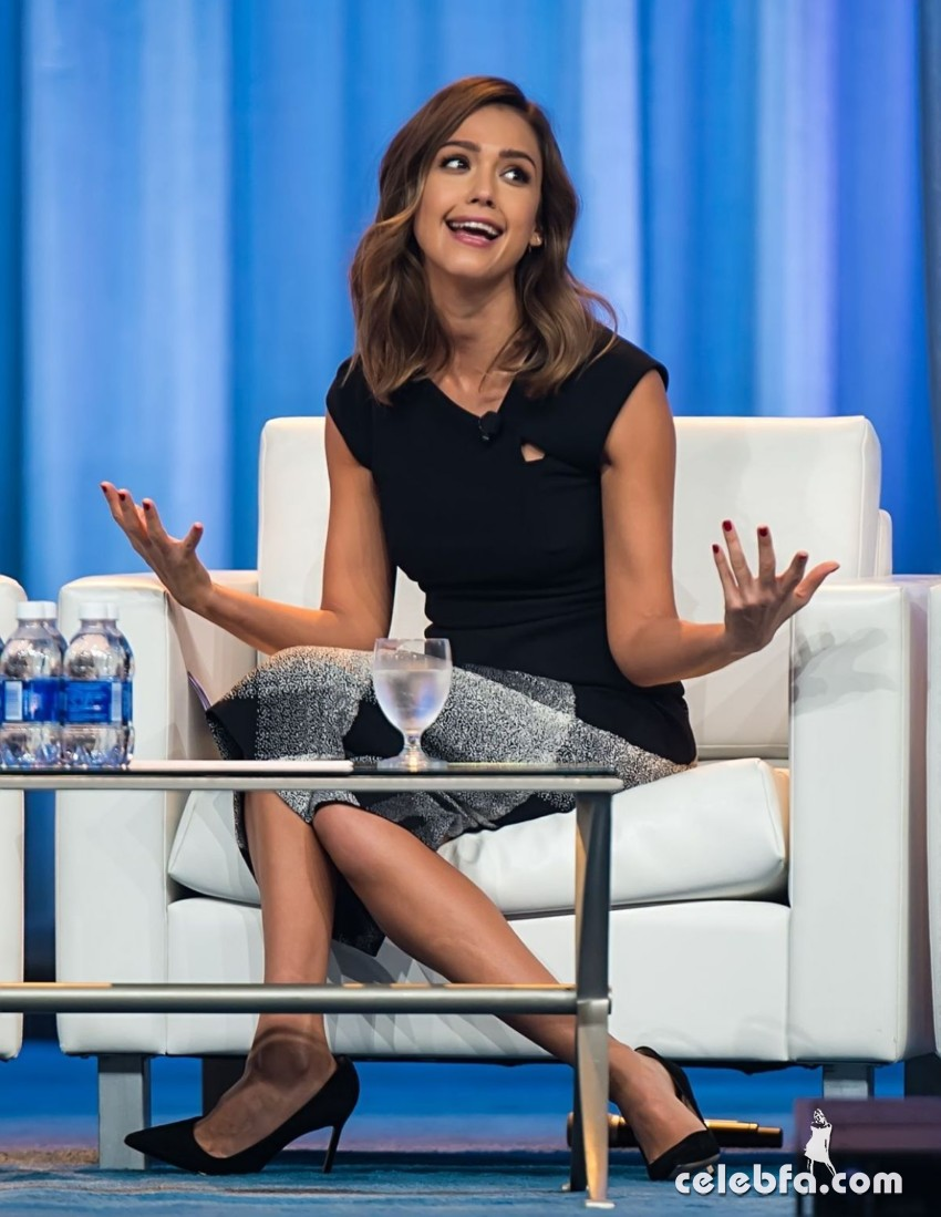 jessica-alba-at-2015-pennsylvania-conference-for-women (2)