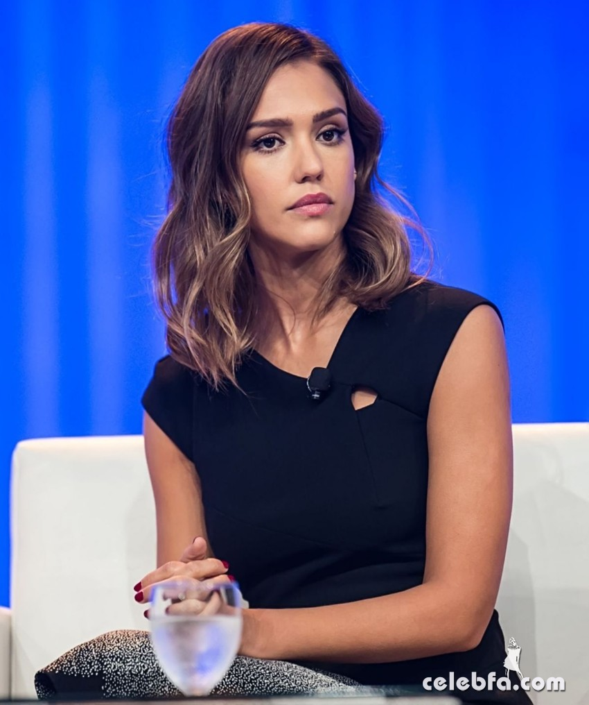 jessica-alba-at-2015-pennsylvania-conference-for-women (4)
