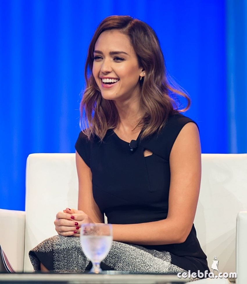 jessica-alba-at-2015-pennsylvania-conference-for-women (5)