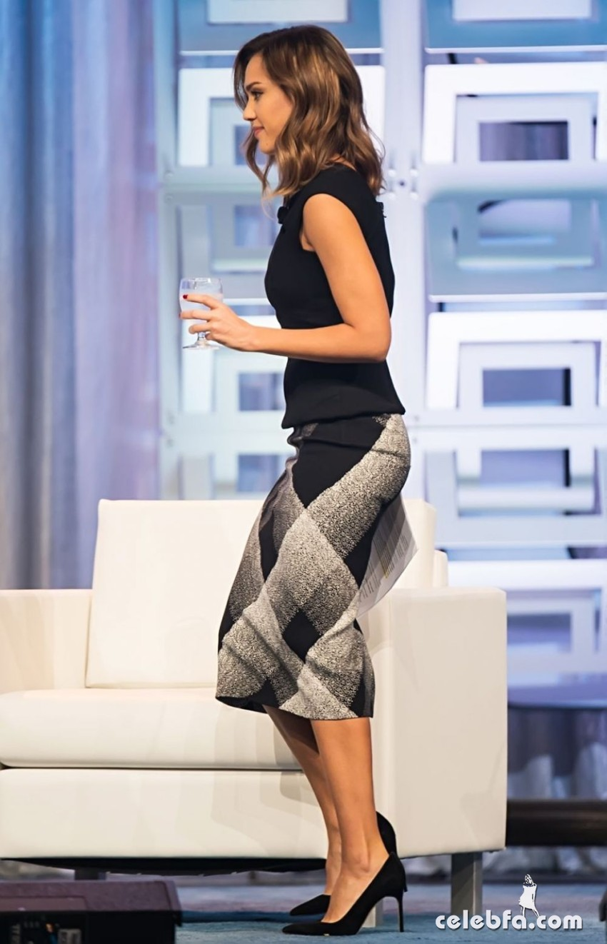 jessica-alba-at-2015-pennsylvania-conference-for-women (6)
