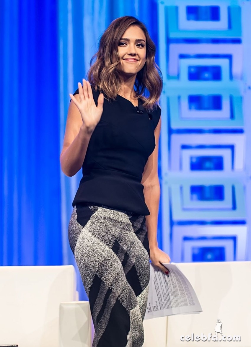 jessica-alba-at-2015-pennsylvania-conference-for-women (7)