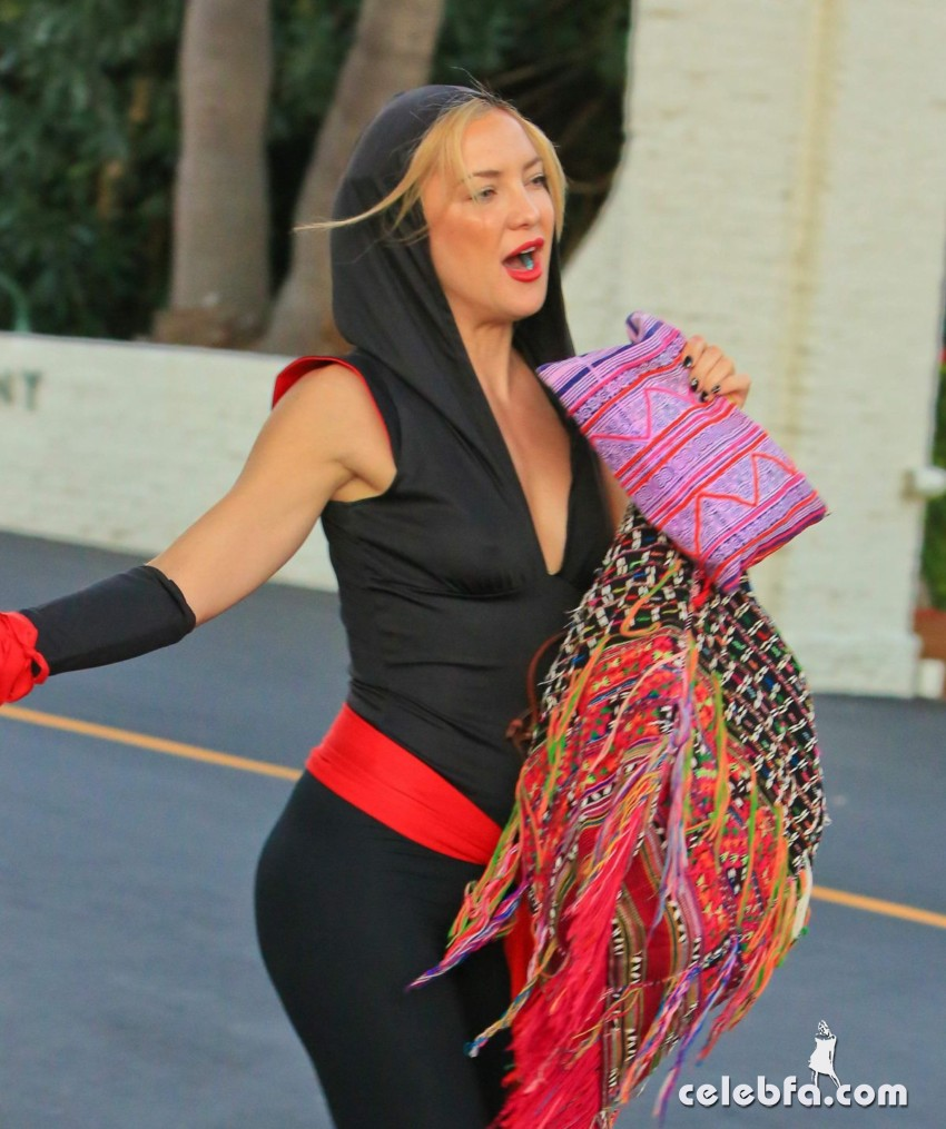 kate-hudson-arrives-at-a-halloween-party-in-malibu (4)