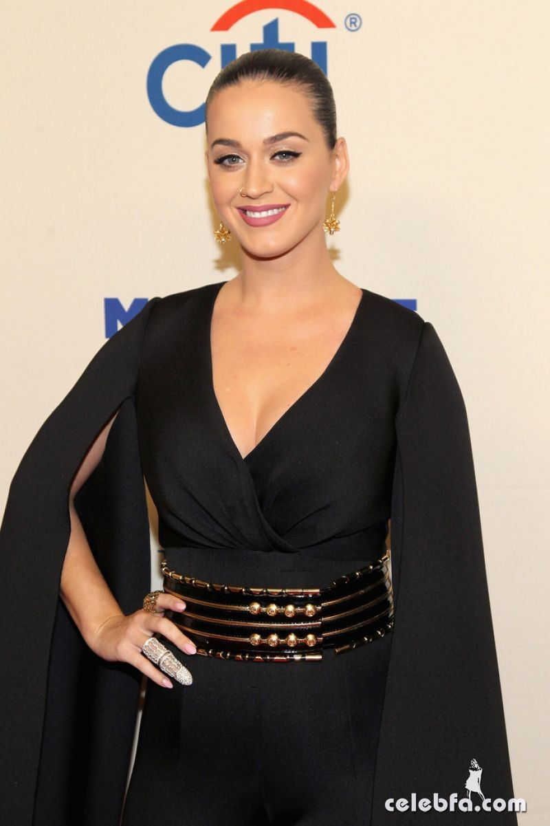 katy-perry-at-change-begins-within-a-david-lynch-foundation-benefit-concert-in-new-york (2)