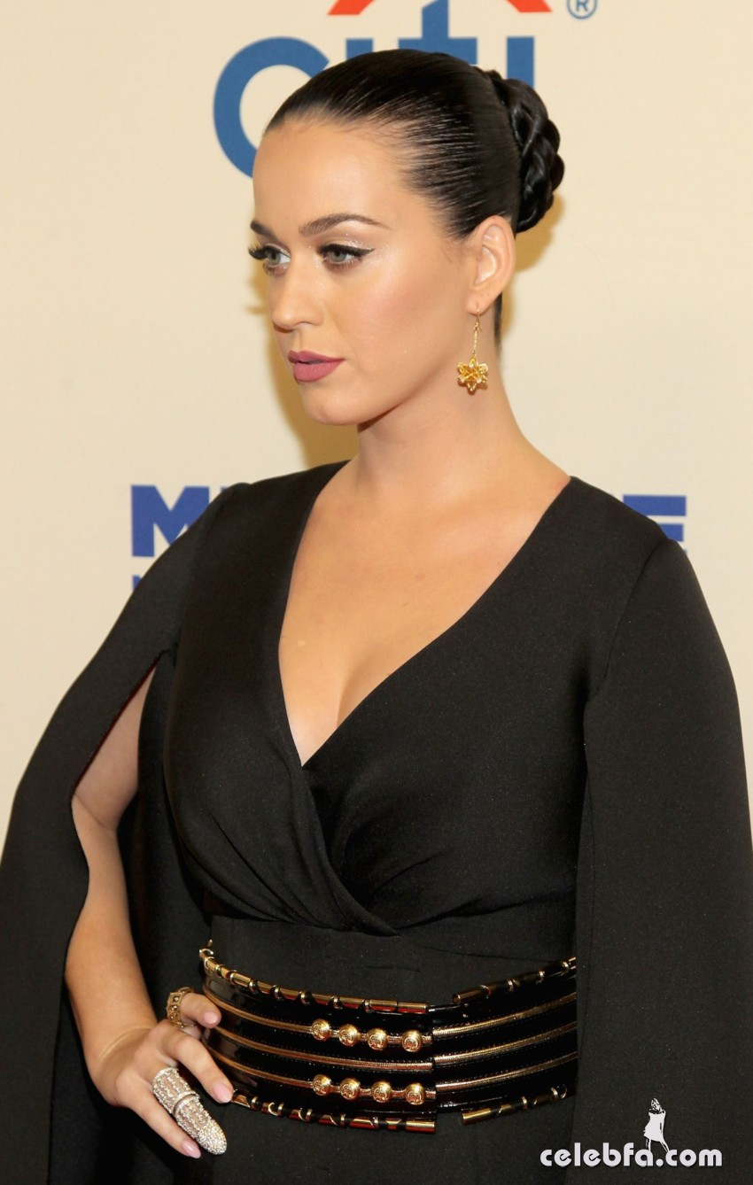 katy-perry-at-change-begins-within-a-david-lynch-foundation-benefit-concert-in-new-york (6)