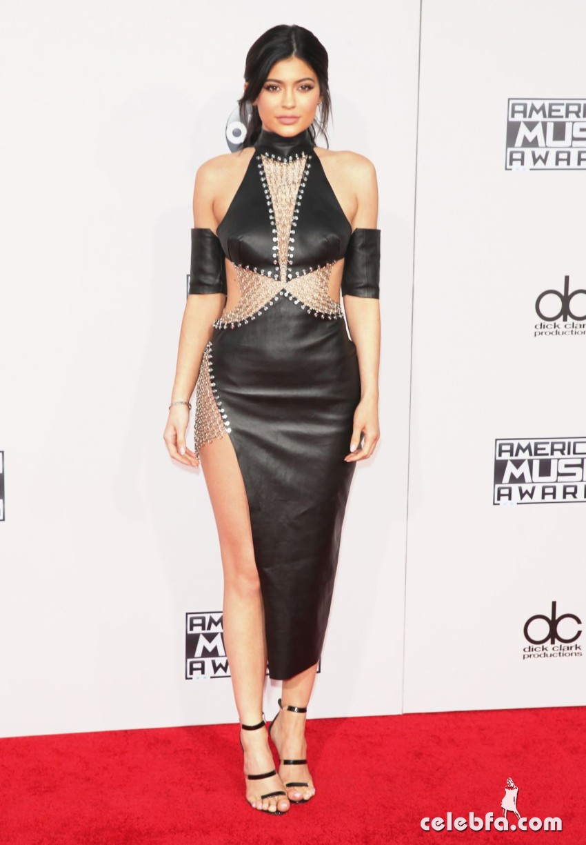 kylie-jenner-at-2015-american-music-awards-in-los-angeles (1)