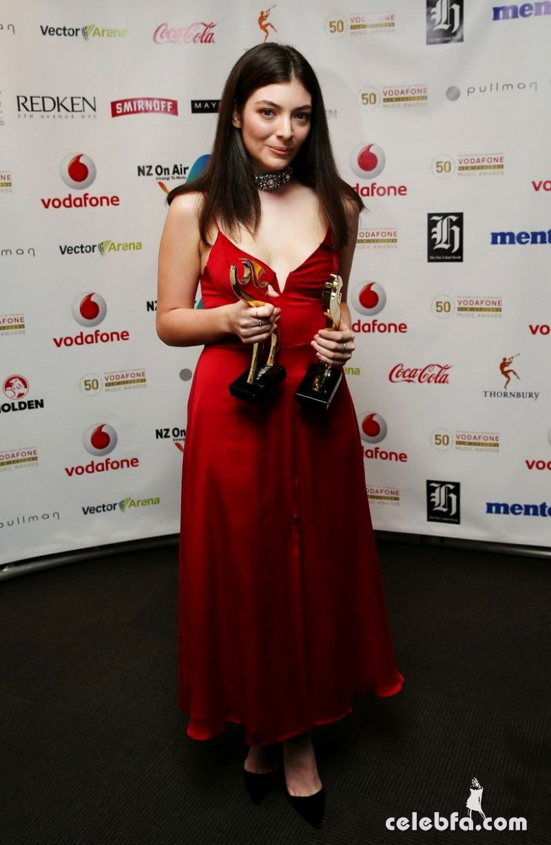 lorde-at-2015-vodafone-new-zealand-music-awards (5)