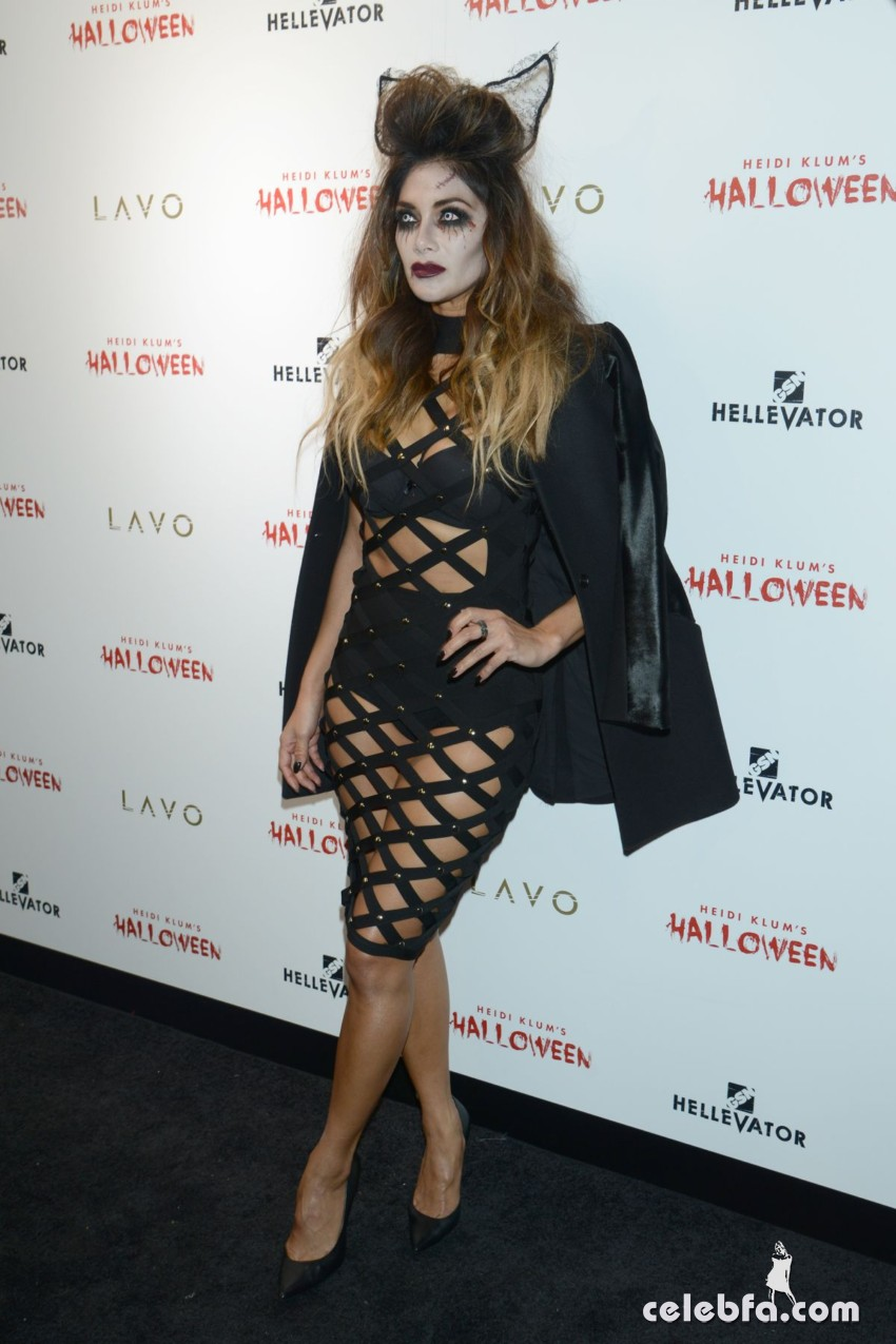 nicole-scherzinger-at-heidi-klum-halloween-party-in-new-york (5)