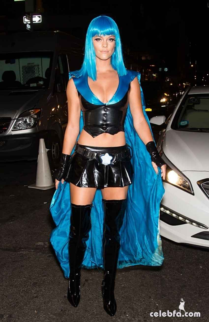 nina-agdal-at-heidi-klum-halloween-party-in-new-york (1)