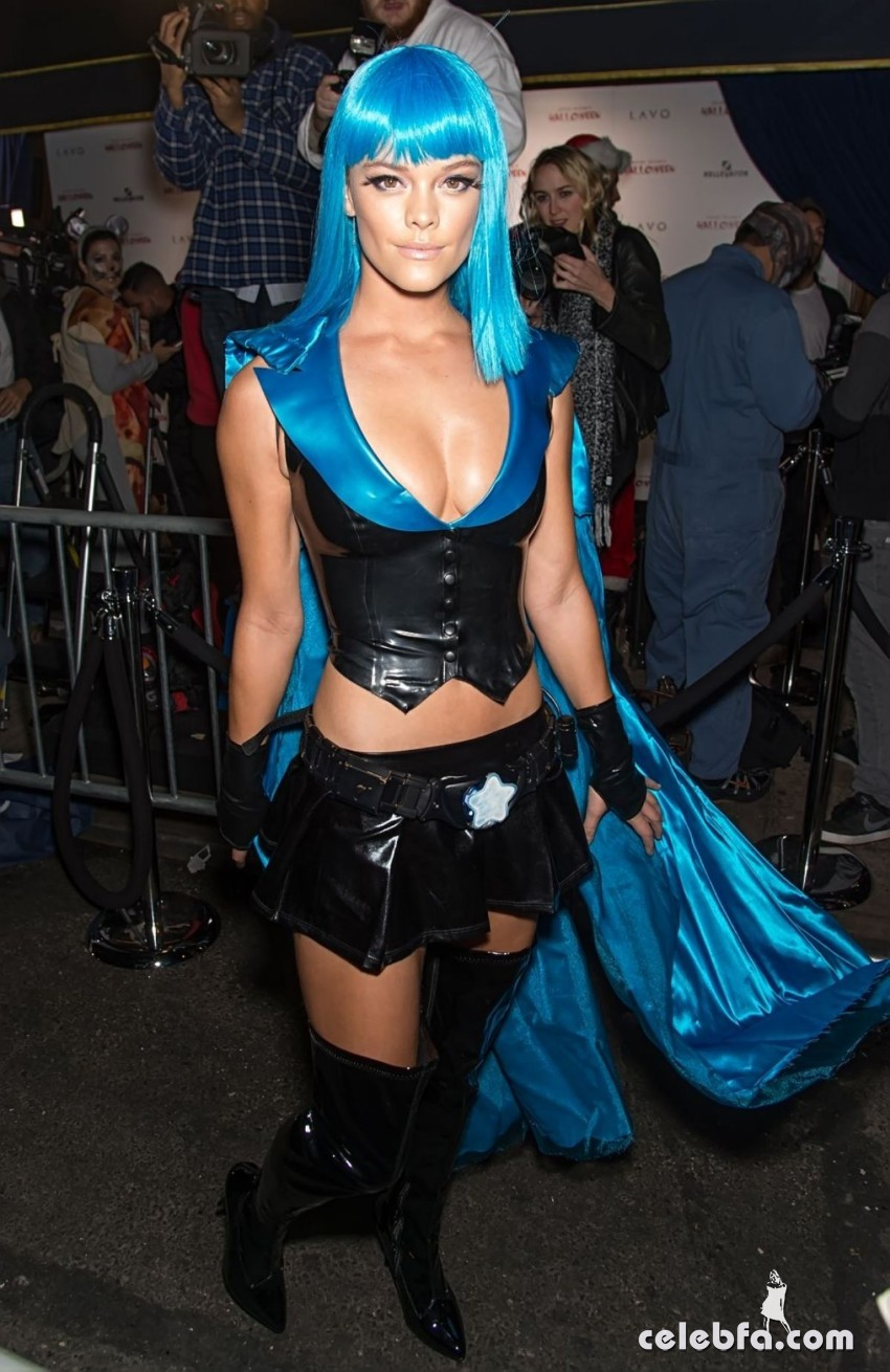 nina-agdal-at-heidi-klum-halloween-party-in-new-york (3)