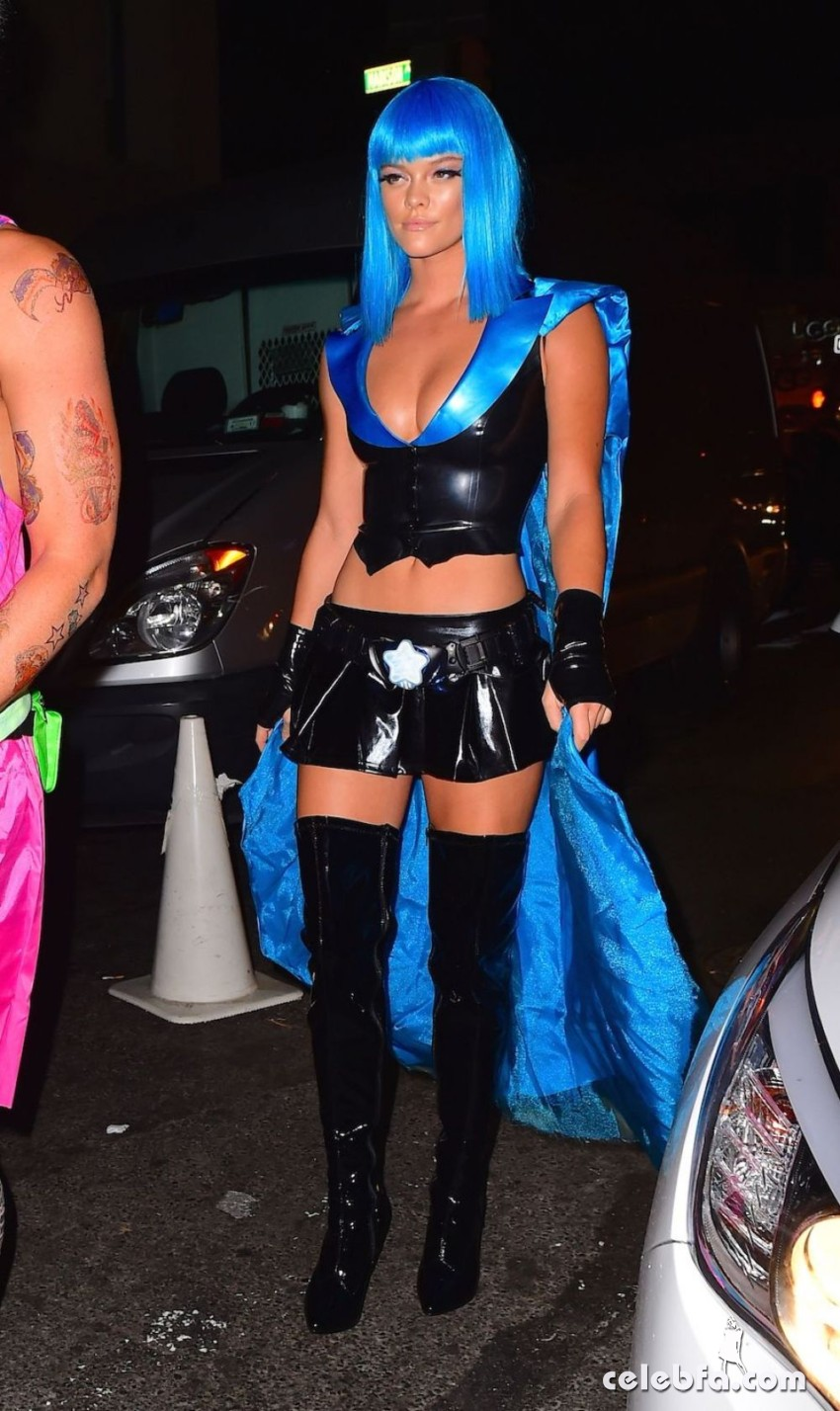 nina-agdal-at-heidi-klum-halloween-party-in-new-york (4)