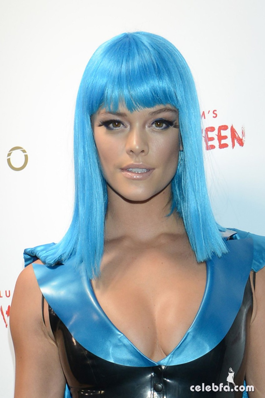 nina-agdal-at-heidi-klum-halloween-party-in-new-york (5)
