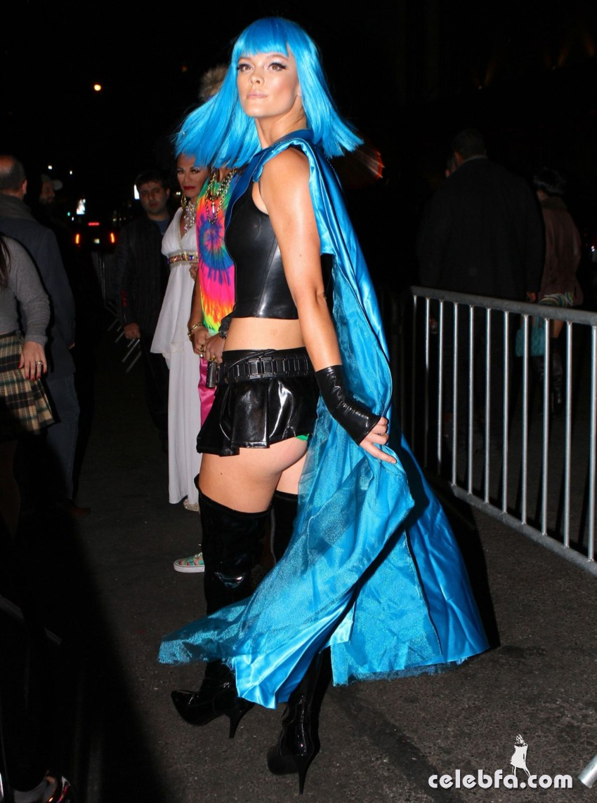 nina-agdal-at-heidi-klum-halloween-party-in-new-york (6)