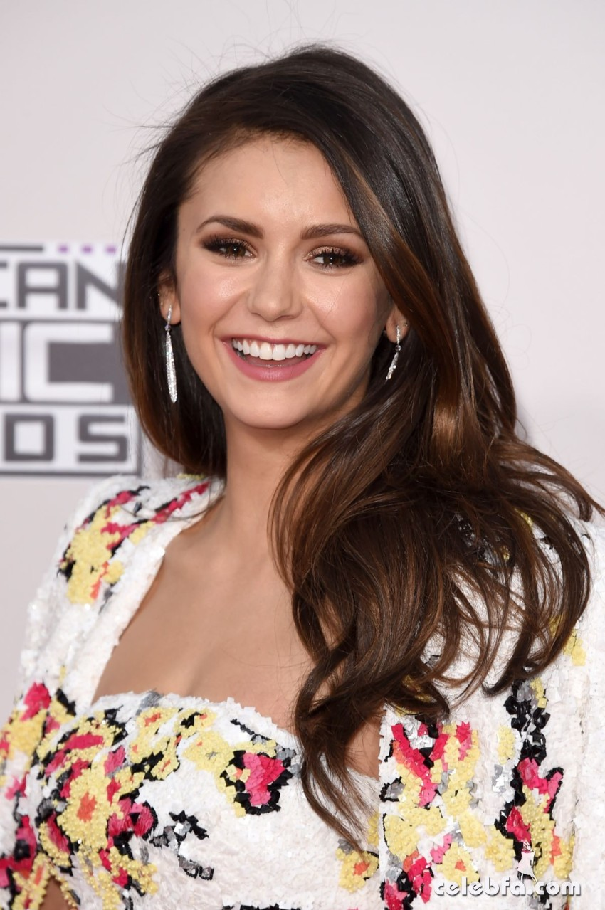 nina-dobrev-at-2015-american-music-awards-in-los-angeles (1)