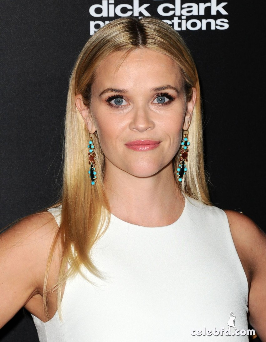 reese-witherspoon-at-2015-hollywood-film-awards-in-beverly-hills (1)