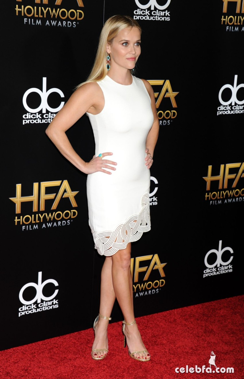 reese-witherspoon-at-2015-hollywood-film-awards-in-beverly-hills (4)