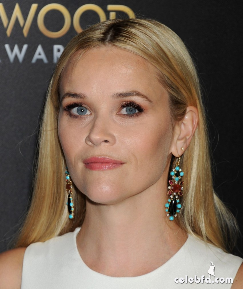 reese-witherspoon-at-2015-hollywood-film-awards-in-beverly-hills (5)