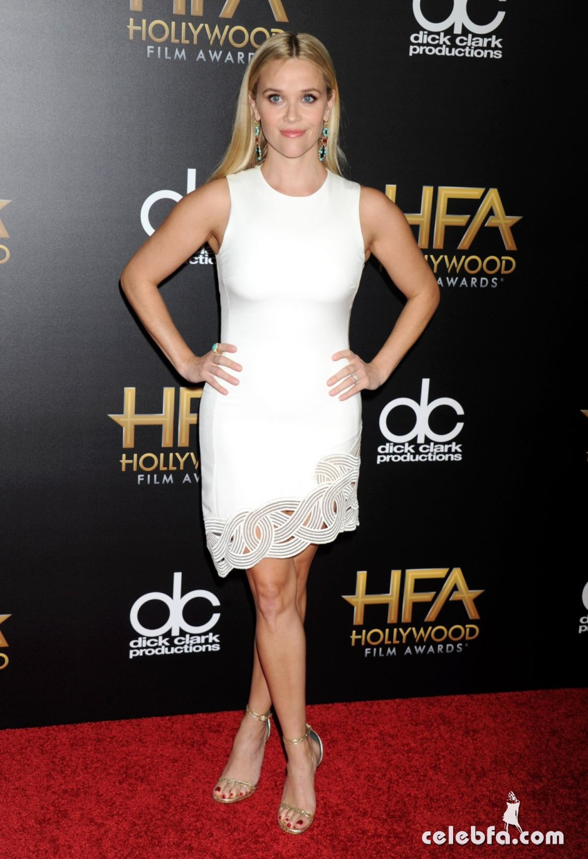 reese-witherspoon-at-2015-hollywood-film-awards-in-beverly-hills (6)