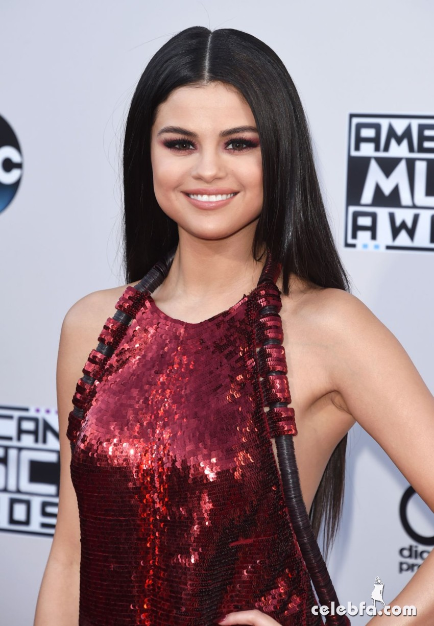selena-gomez-at-2015-american-music-awards-in-los-angeles (2)