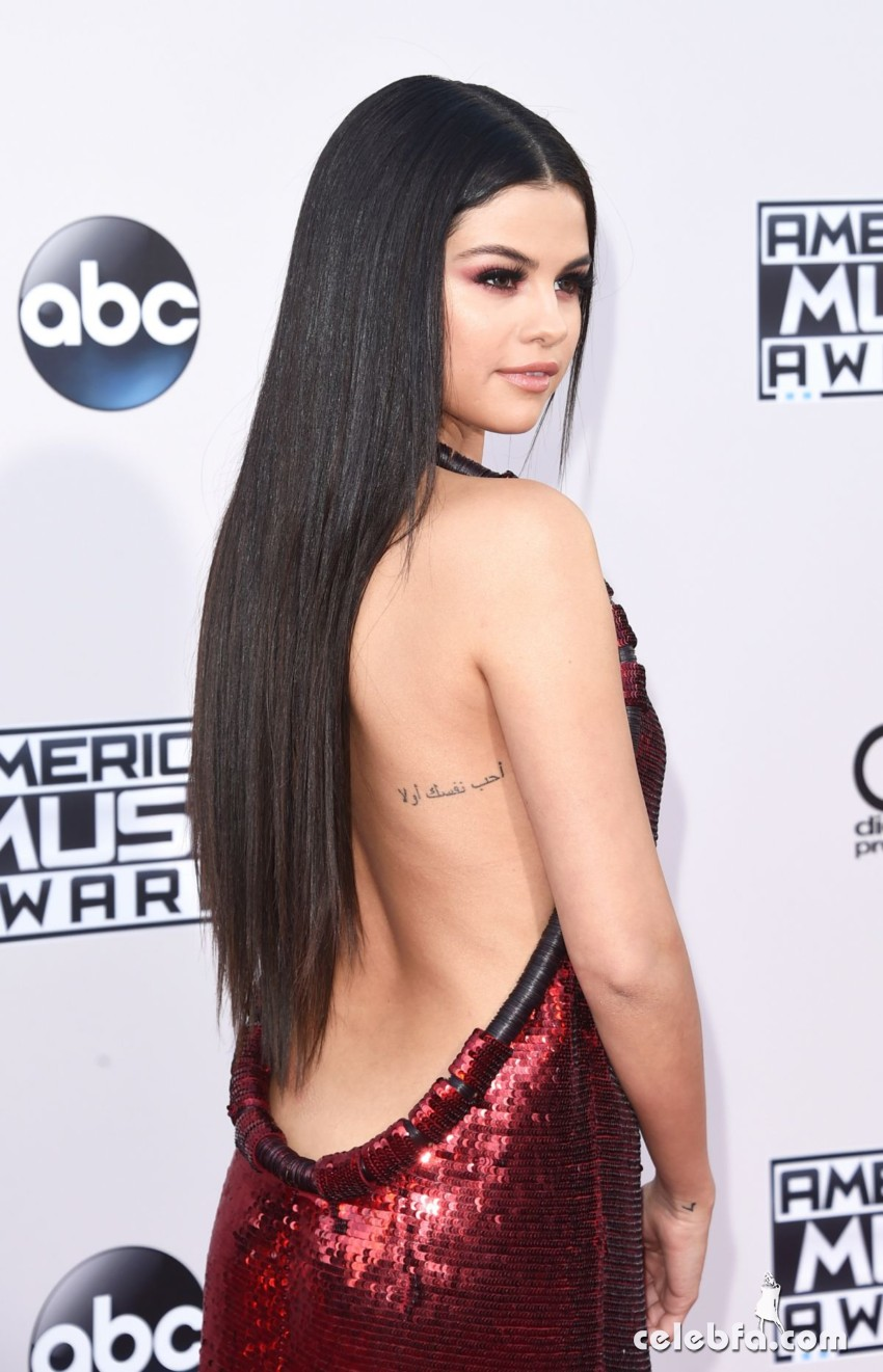 selena-gomez-at-2015-american-music-awards-in-los-angeles (7)