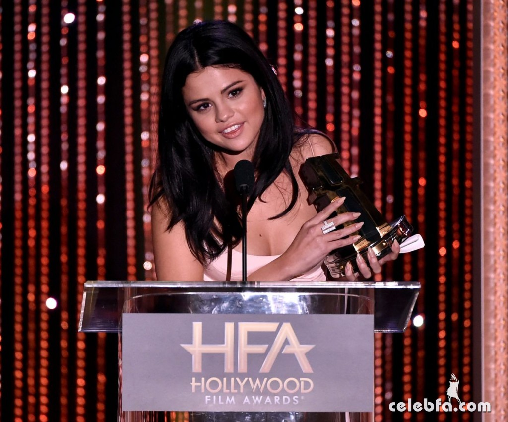 selena-gomez-at-2015-hollywood-film-awards-in-beverly-hills (1)