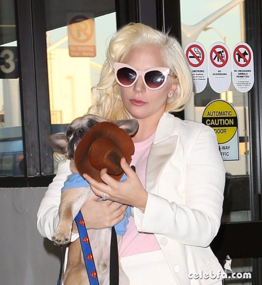 lady-gaga-arrives-at-lax-airport-in-los-angeles (1)