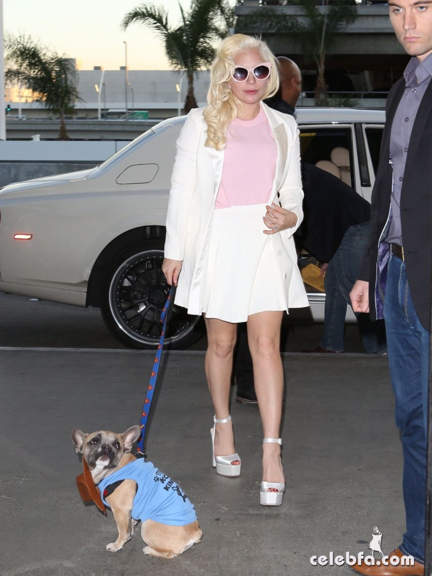 lady-gaga-arrives-at-lax-airport-in-los-angeles (4)