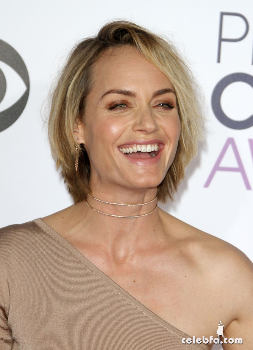 amber-valletta-at-2016-people-s-choice-awards-in-los-angeles-01-06-2016_4