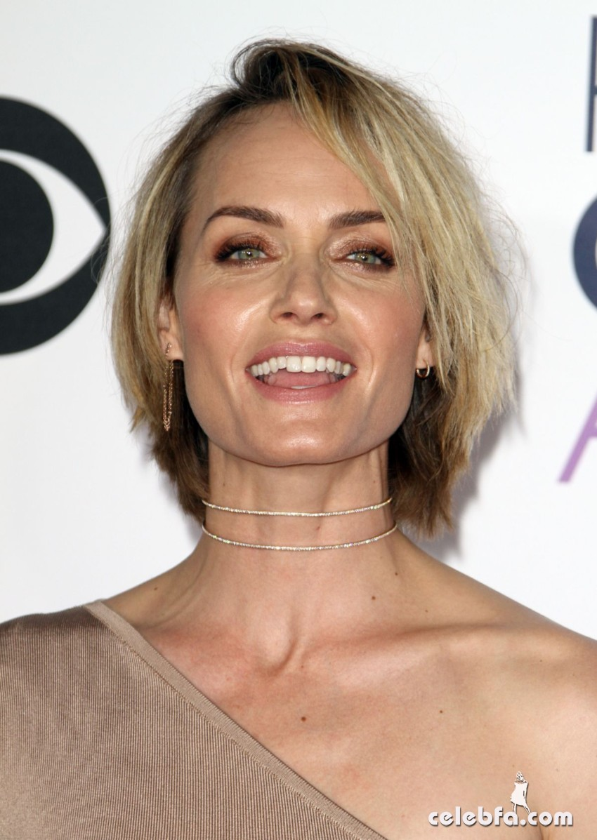 amber-valletta-at-2016-people-s-choice-awards-in-los-angeles-01-06-2016_6
