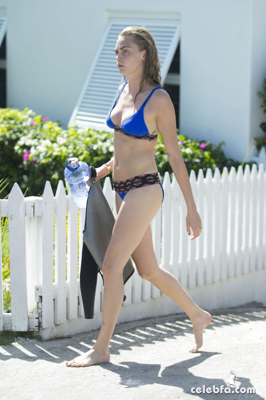 cara-delevingne-in-bikini-at-a-beach-in-barbados (5)