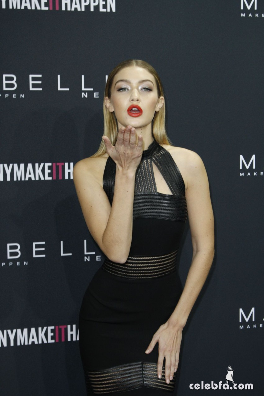 gigi-hadid-at-the-power-of-colors-maybelline-new-york-make-up-runaway-show-in-berlin-01-18-2016_27