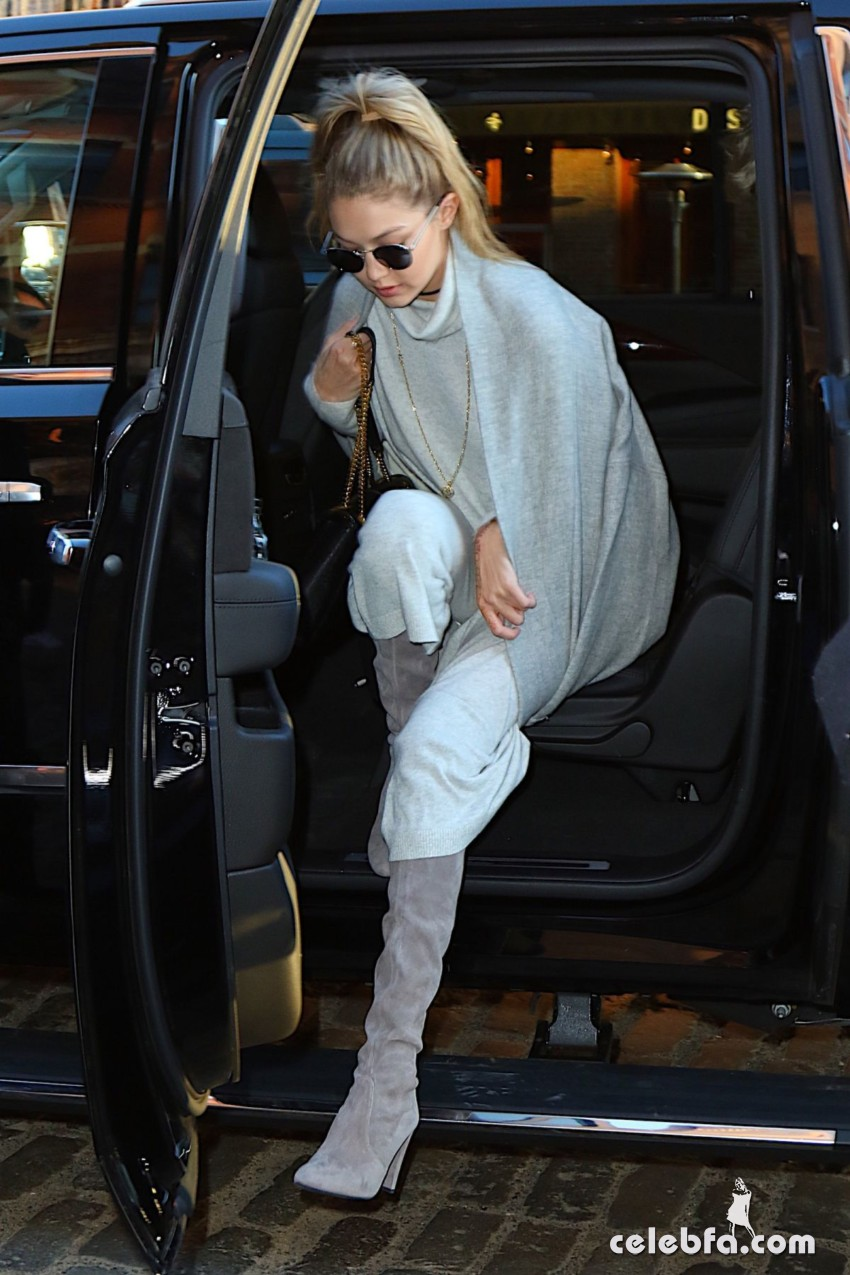 gigi-hadid-out-and-about-in-new-york (1)