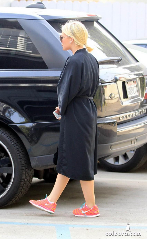 Hilary Duff - Nine Zero One Salon in West Hollywood  (2)