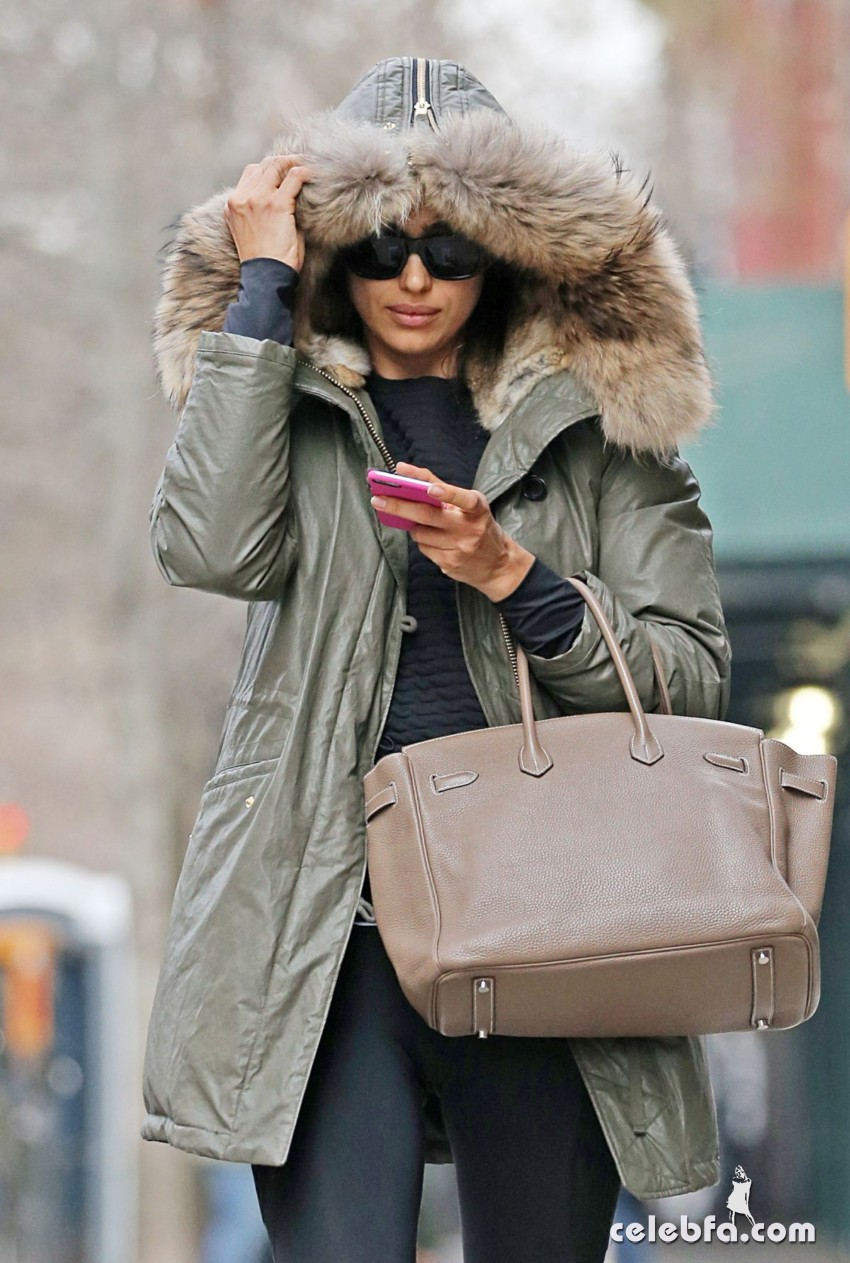 irina-shayk-out-and-about-in-new-york (1)