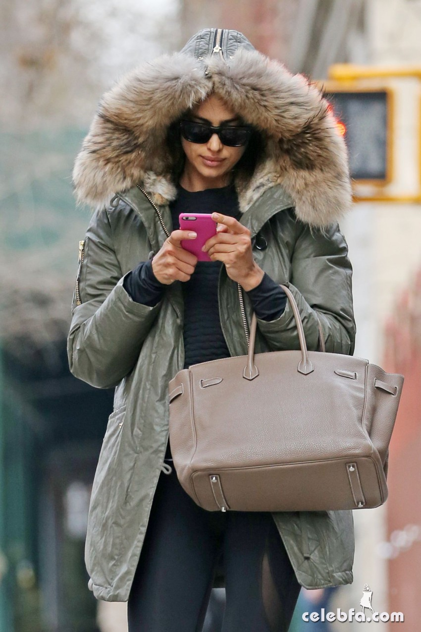 irina-shayk-out-and-about-in-new-york (3)