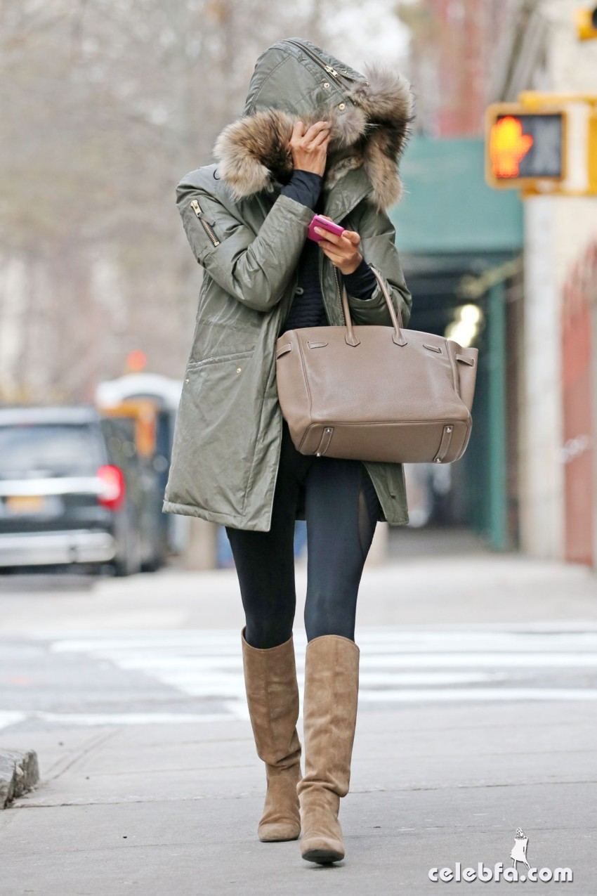 irina-shayk-out-and-about-in-new-york (6)