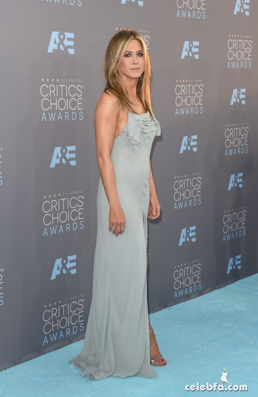 jennifer-aniston-at-critics-s-choice-awards-2016 (2)