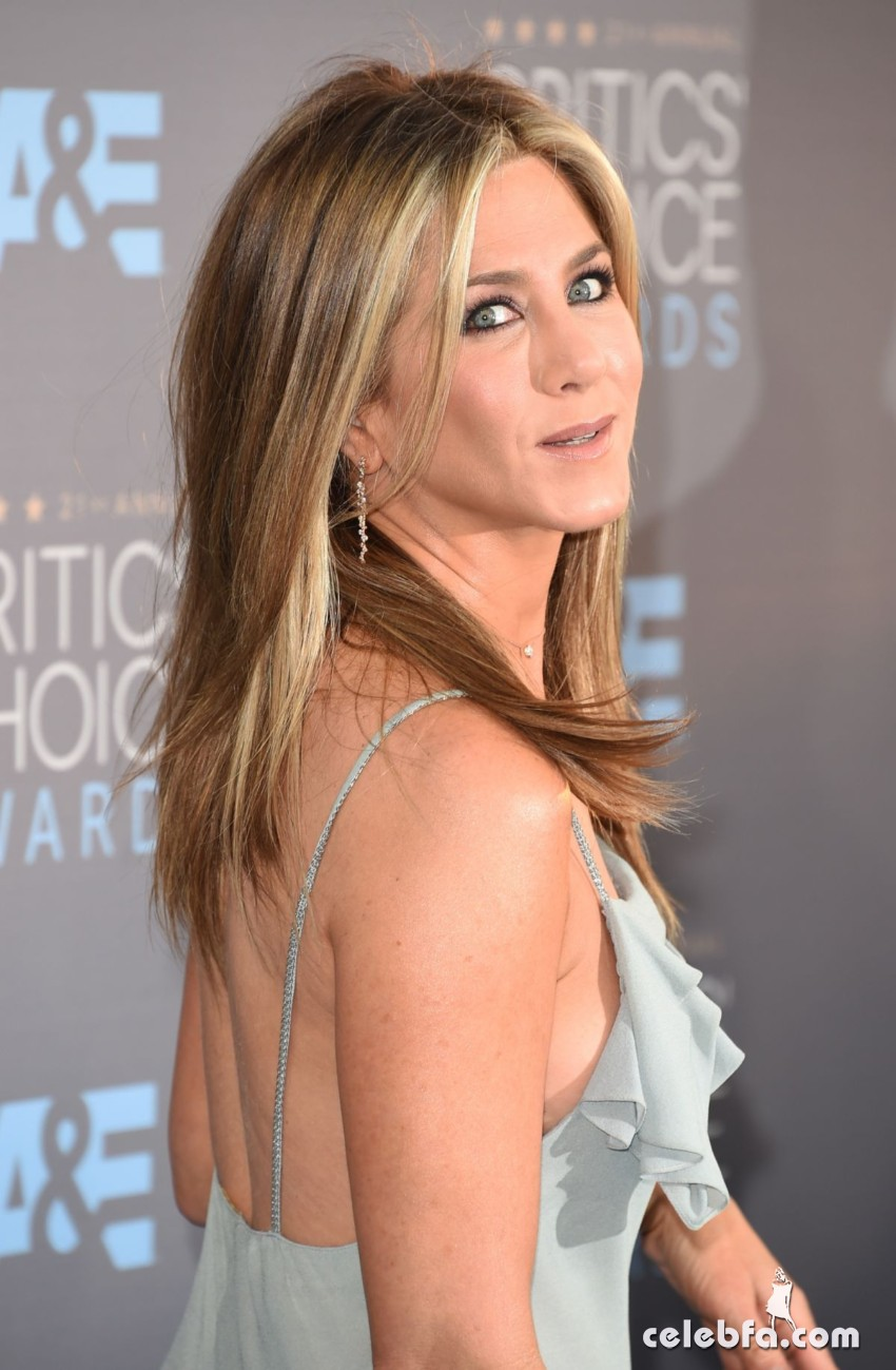 jennifer-aniston-at-critics-s-choice-awards-2016 (4)