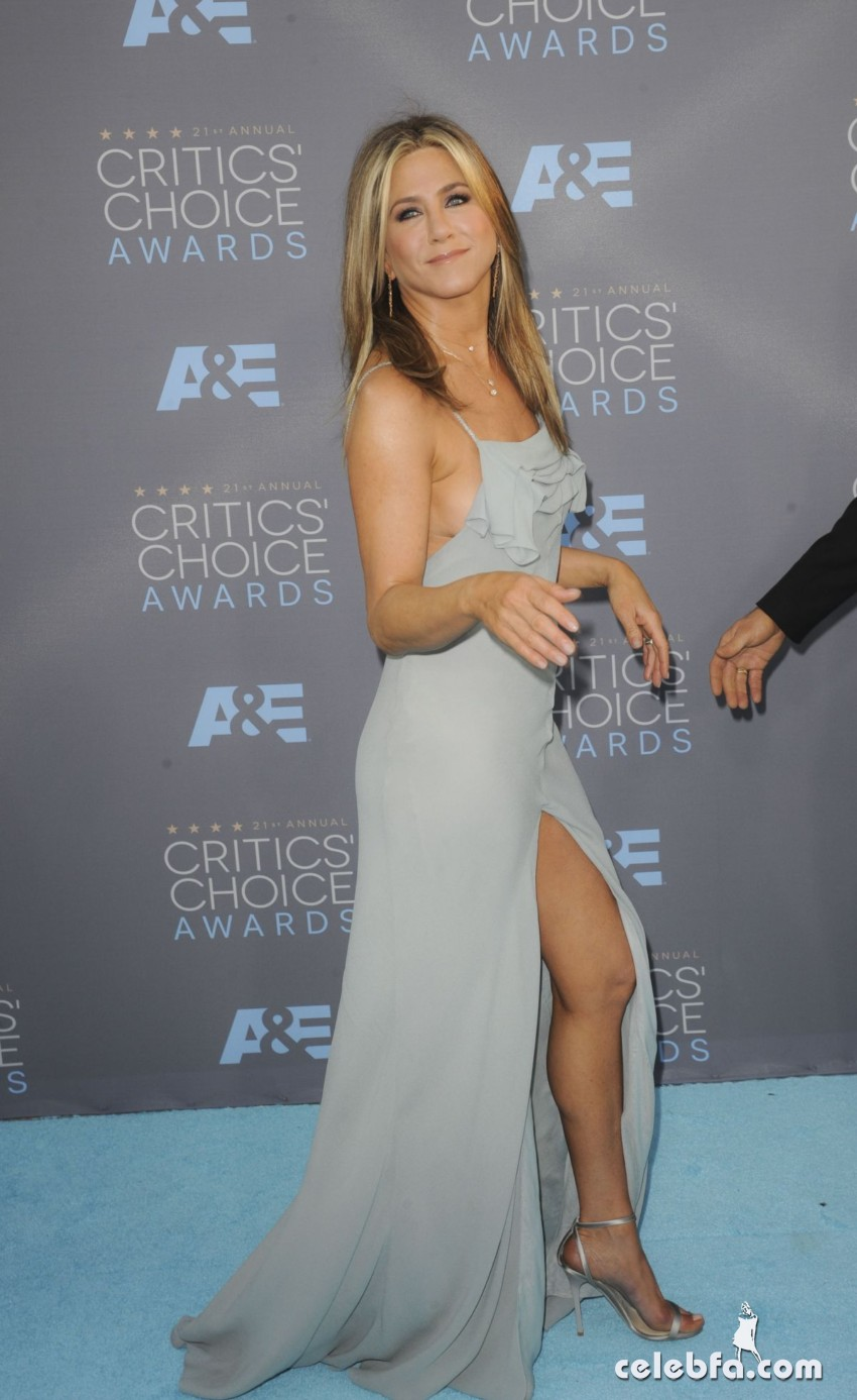jennifer-aniston-at-critics-s-choice-awards-2016 (7)