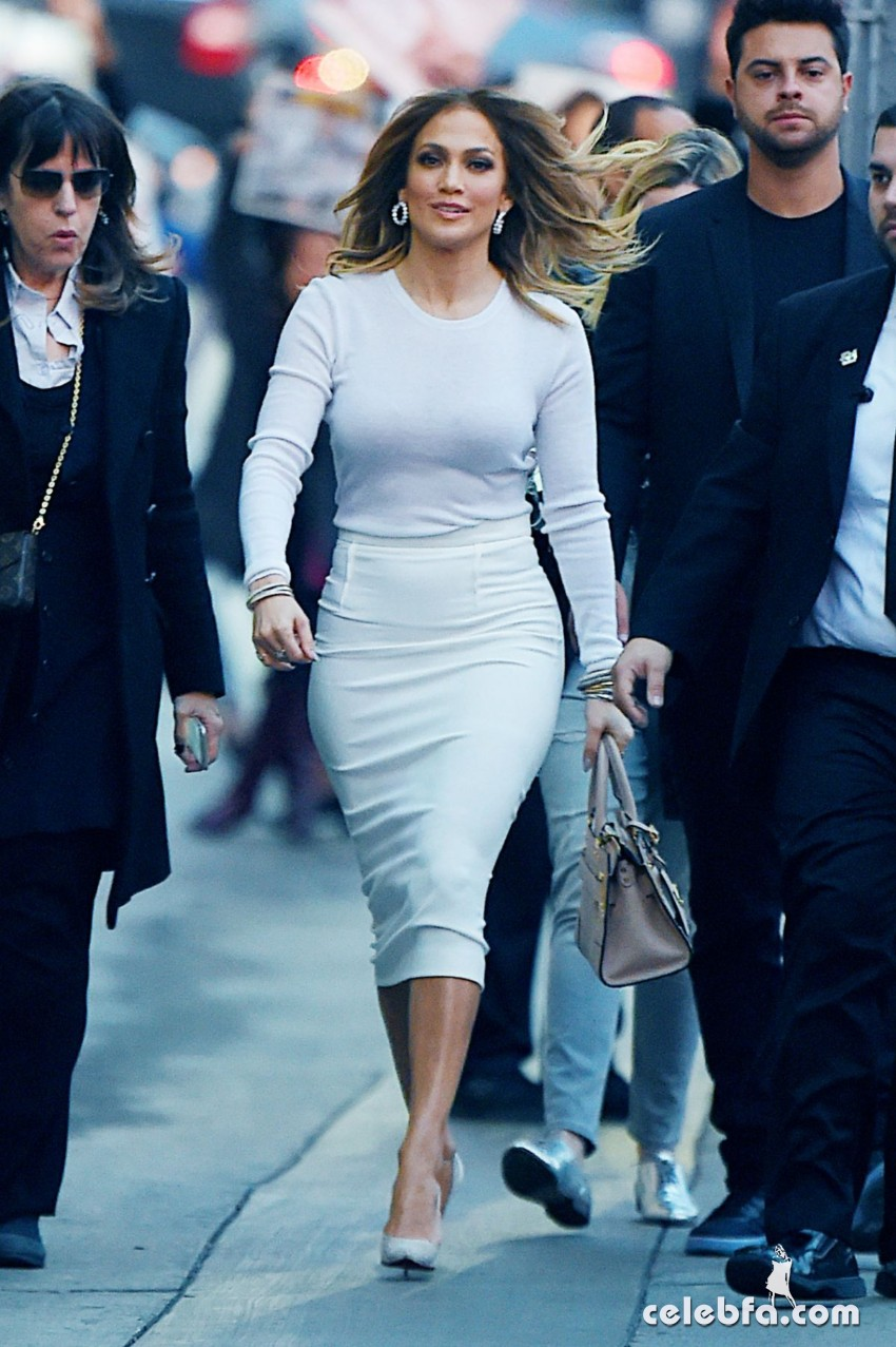jennifer-lopez-at-kimmy-kimmel-live-in-hollywood (2)
