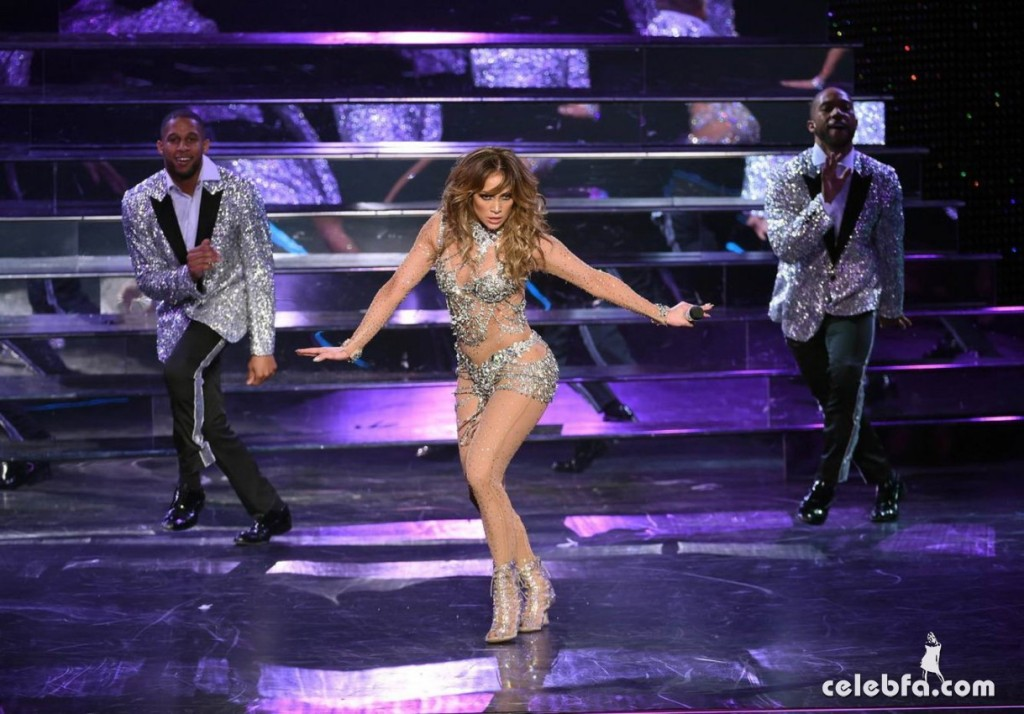Jennifer_Lopez_-_On_stage_at_Opening_Night_of_Her_All_I_Have_Residency_in_Las_Vegas (4)