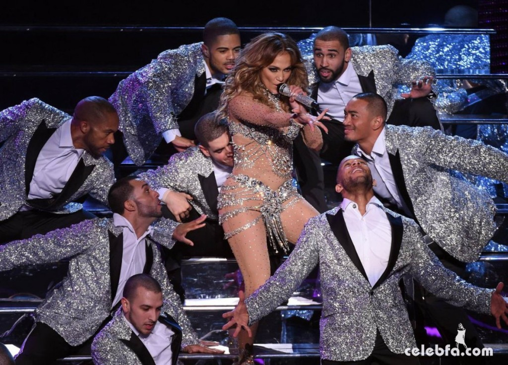 Jennifer_Lopez_-_On_stage_at_Opening_Night_of_Her_All_I_Have_Residency_in_Las_Vegas (5)