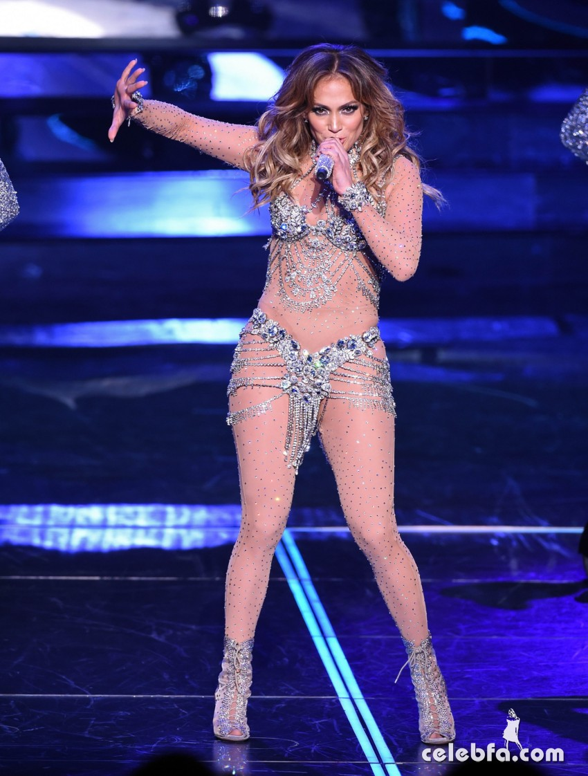 Jennifer_Lopez_-_On_stage_at_Opening_Night_of_Her_All_I_Have_Residency_in_Las_Vegas (7)