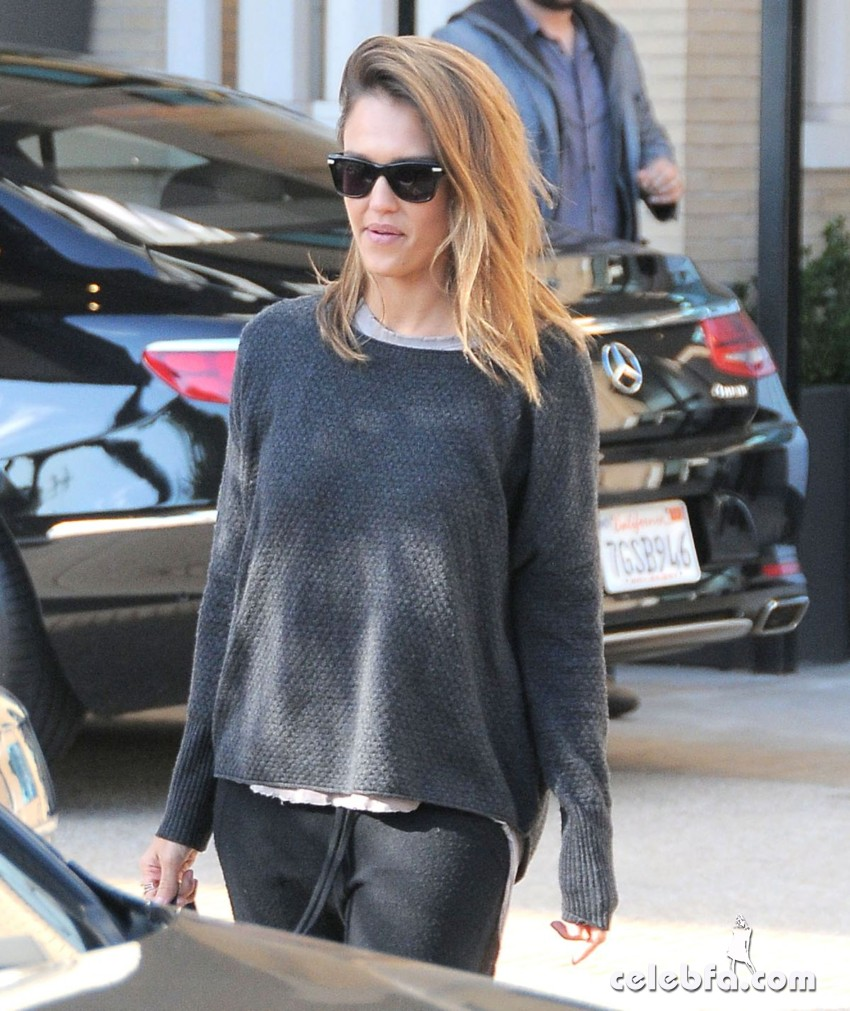 jessica-alba-out-and-about-in-beverly-hills (4)