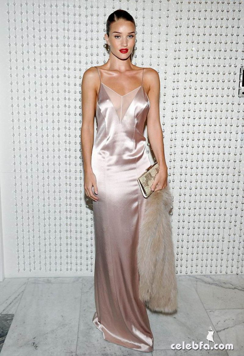jessica-albaand-rosie-huntington-whiteley-at-galvan-for-opening-ceremony-dinner-in-los-angeles (2)