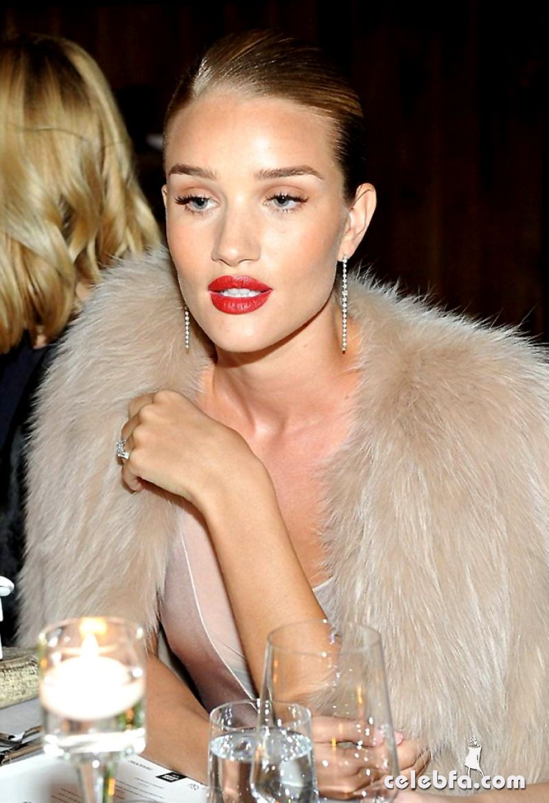 jessica-albaand-rosie-huntington-whiteley-at-galvan-for-opening-ceremony-dinner-in-los-angeles (7)