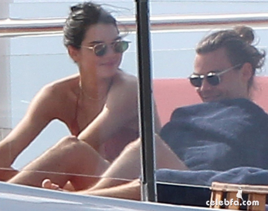 kendall-jenner-harry-styles-yacht-new-years (3)