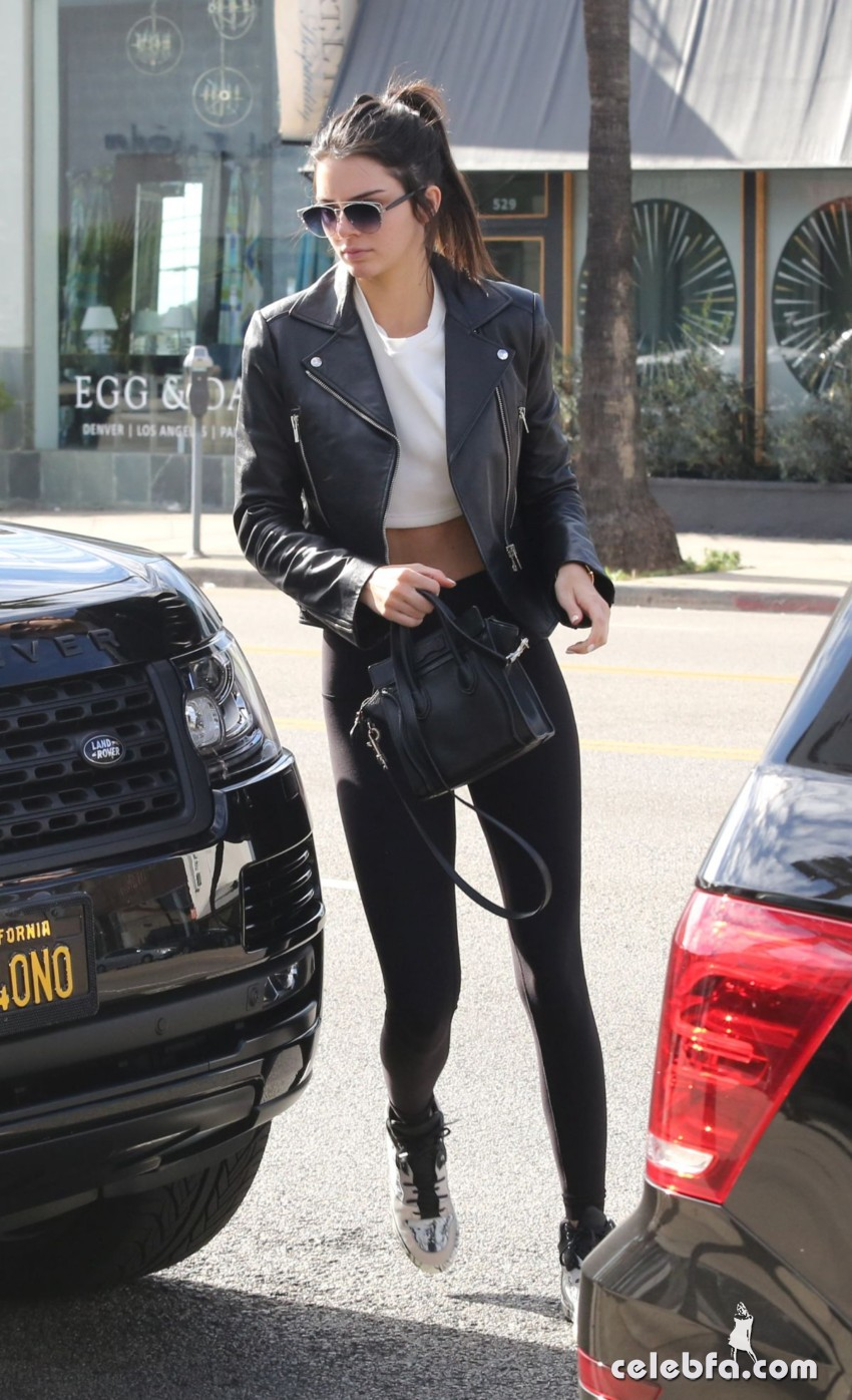 kendall-jenner-out-in-west-hollywood (5)