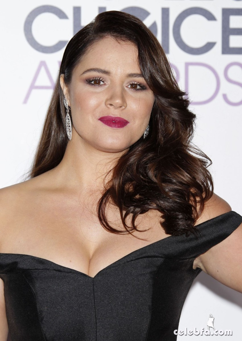 kether-donohue-at-2016-people-s-choice-awards-in-los-angeles (1)